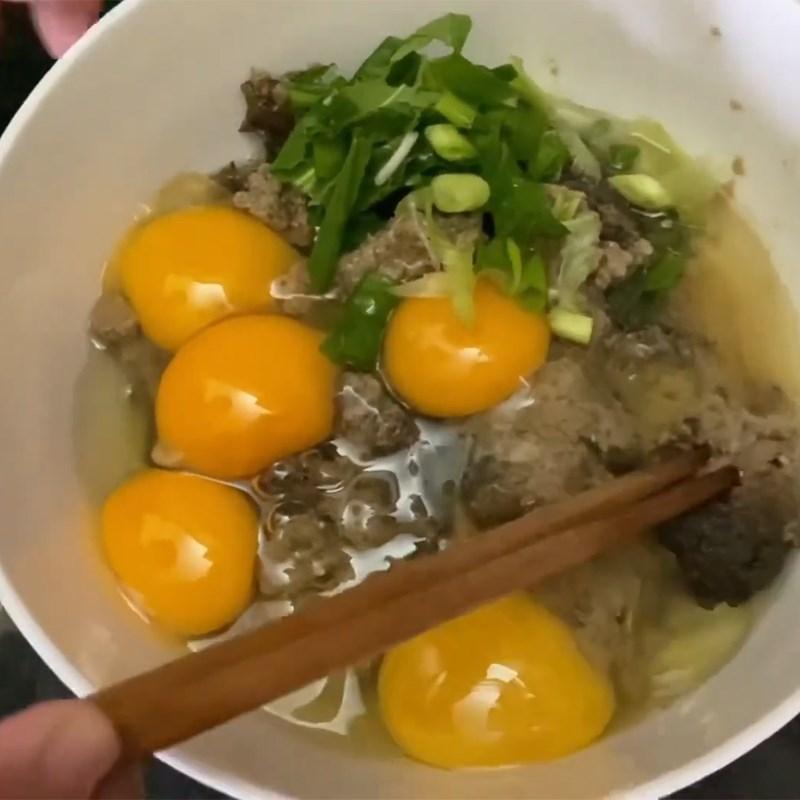 Bước 2 Trộn trứng Trứng chiên pate