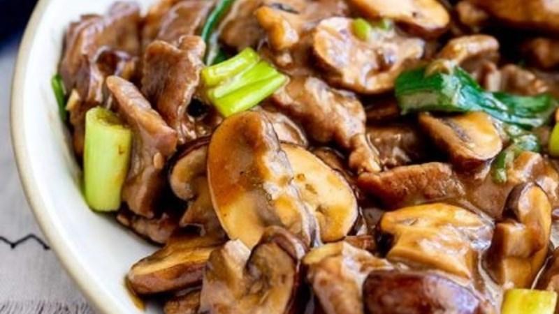 Thịt ngỗng xào nấm