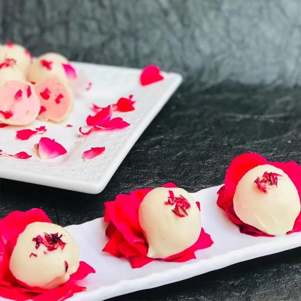 2 cách làm kẹo socola hoa hồng