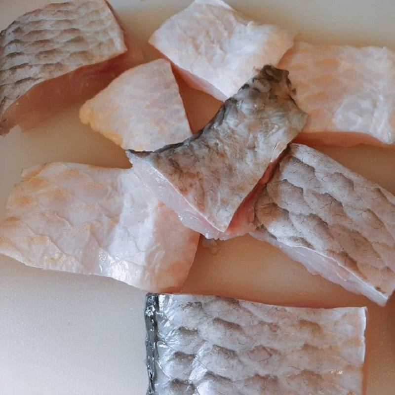 Bước 1 Sơ chế nguyên liệu Cá chép kho cay