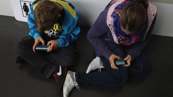 Trẻ em nghiện smartphone