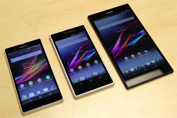 Xperia Z1 (giữa) và Xperia Z Ultra (phải) đều có màn hình Triluminous sắc nét hơn so với Xperia Z (trái)