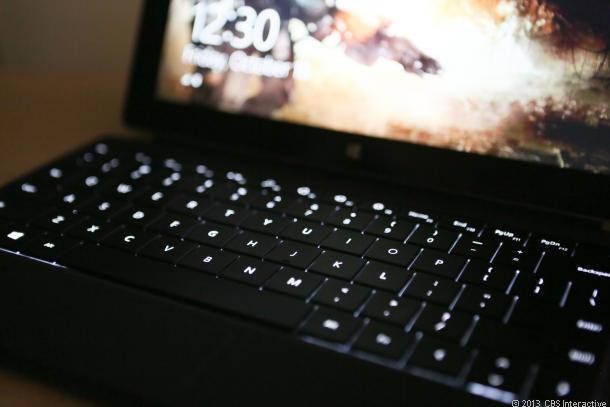 Đèn nền trên bàn phím sẽ phát sáng khi sử dụng ở nơi tối tăm và thiếu sáng