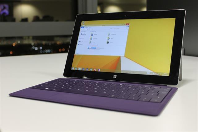 Surface 2 vẫn mang hơi hướng thiết kế từ phiên bản tiền nhiệm RT