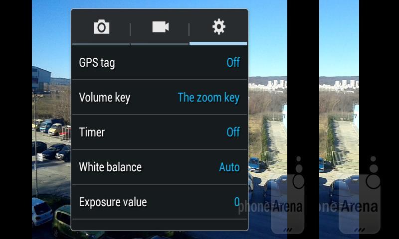 Máy cũng có tính năng gắn thẻ địa lý cho ảnh (GPS tag)