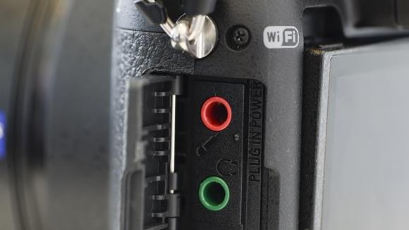 Máy được tích hợp cả công nghệ Wifi và NFC