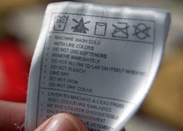 Tem hướng dẫn trên quần áo