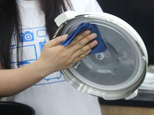 Cách vệ sinh nồi áp suất điện cực dễ làm tại nhà