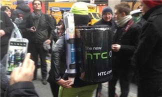 HTC lép vế trước Samsung ở sân chơi MWC 2014