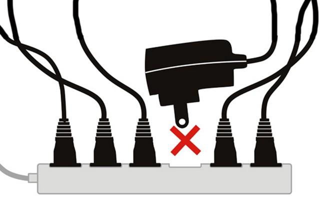 Không nên cắm nhiều thiết bị khác chung cùng một ổ cắm
