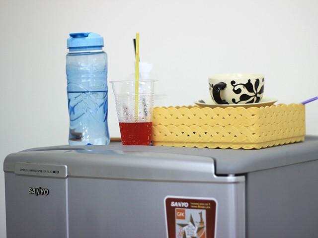 Không được đặt bình nước lên tủ lạnh