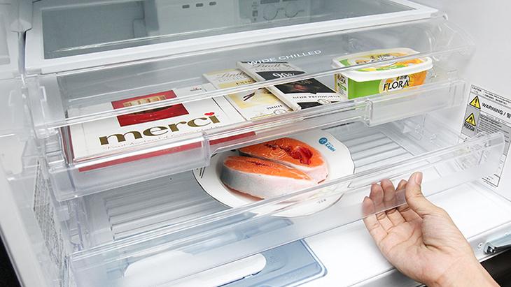 Lắp các ngăn, kệ vào trong tủ lạnh