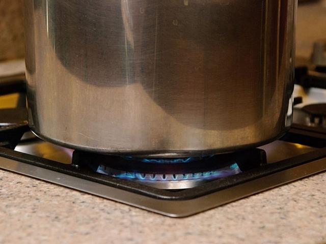 4. Giảm nhiệt độ xuống mức thấp để tiếp tục nấu