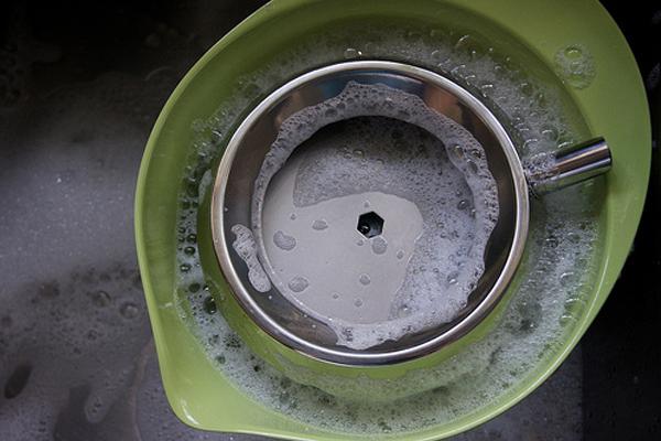 Rửa và ngâm các bộ phận