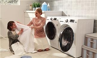 Hướng dẫn tự vệ sinh máy giặt cửa trước tại nhà hiệu quả và bền bỉ
