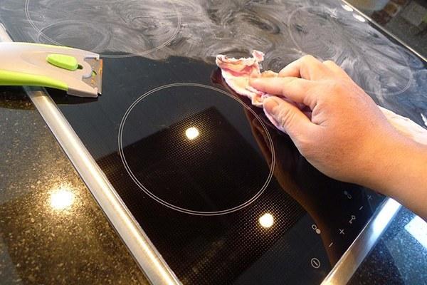 Sử dụng chất tẩy an toàn cho bếp