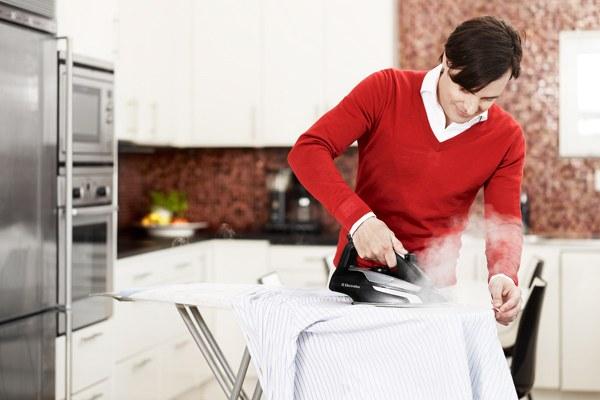 Tuỳ từng chất liệu vải mà điều chỉnh nhiệt độ và chế độ ủi