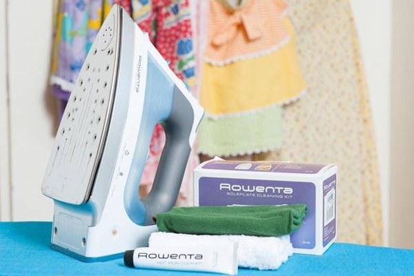 Vệ sinh bàn ủi thường xuyên để cặn bẩn không làm dơ quần áo