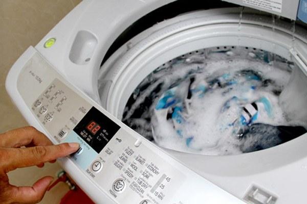 Nếu quần áo không thực sự quá bẩn bạn nên chọn chế độ giặt lạnh