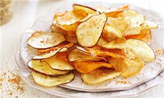 Bước 3 Thành phẩm snack khoai tây bằng lò vi sóng
