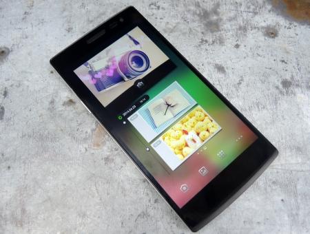 Dưới màn hình tập hợp ba phím điện dung cơ bản của Android: Menu, Home và Back