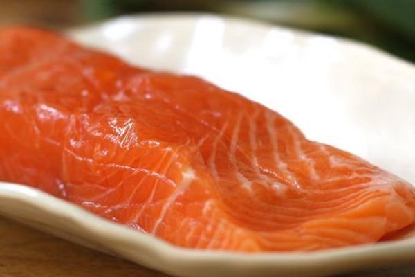 Bước 1 Sơ chế nguyên liệu Cá hồi phi lê nướng