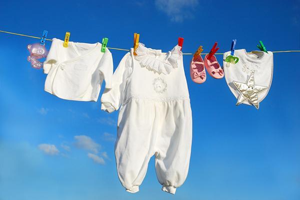 Giặt quần áo cho trẻ sơ sinh bằng máy giặt như thế nào là đúng