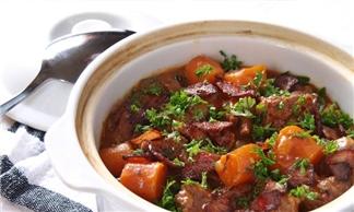 Cách làm món thịt bò hầm hấp dẫn bằng lò nướng thủy tinh