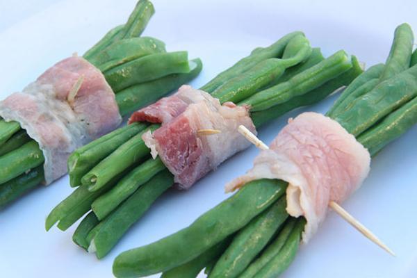 Bước 3 Cuộn đậu thịt xông khói cuốn đậu xanh bằng lò nướng
