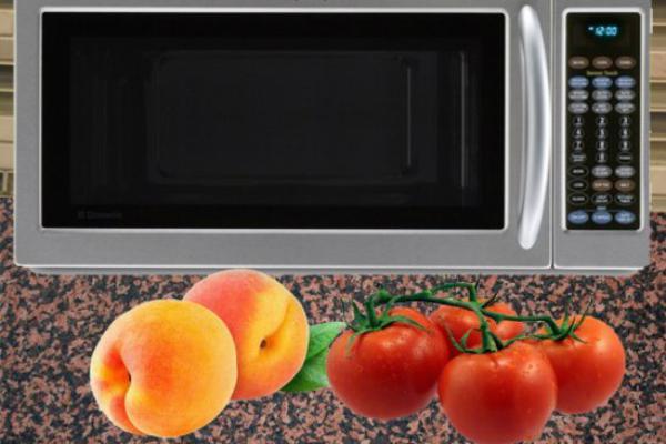 Lột vỏ cà chua dễ dàng với lò vi sóng
