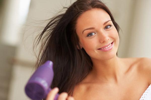 Hạn chế sấy tóc và thay đổi kiểu tóc