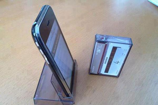 Vỏ băng cát-sét cũ có thể cố định Smart Phone