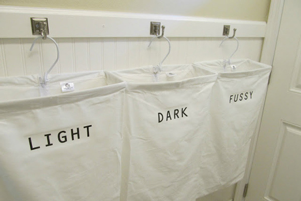Những chiếc giỏ móc làm xinh xắn không gian giặt giũ
