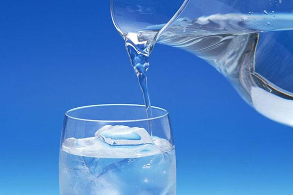Nước lọc giúp bạn thanh lọc cơ thể, thải độc tố ra nhanh làm giảm mệt mỏi
