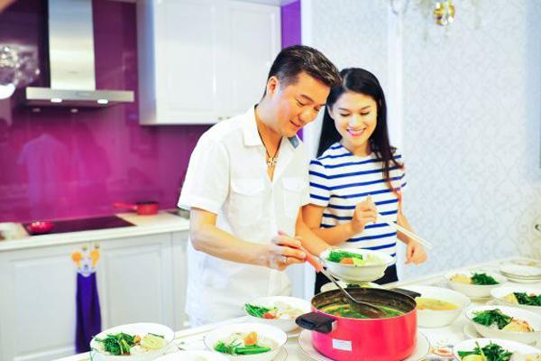 Căn bếp sắc màu của Đàm Vĩnh Hưng
