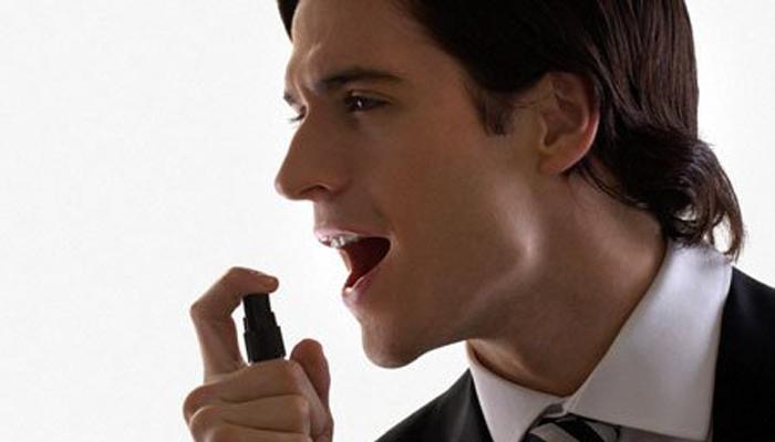 Hôi miệng cũng gây khó chịu như mùi hôi cơ thể