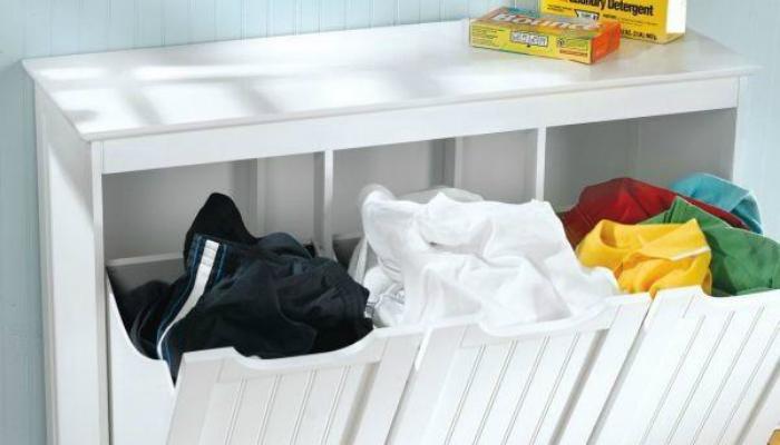Dành thời gian phân loại quần áo sau khi tắm rửa