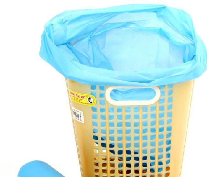 Lót thêm chiếc túi nilon để thùng rác sạch sẽ hơn