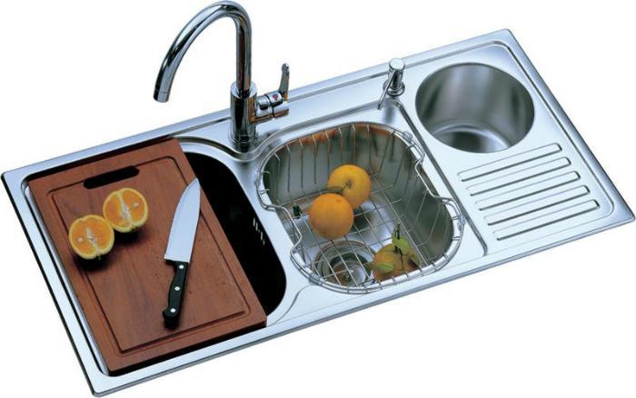 Cho thêm chanh vào nước rửa chén để rửa ấm chén sạch hơn