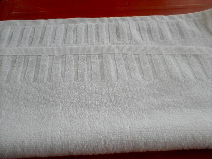 Sử dụng khăn lau màu trắng để dễ dàng phát hiện vết bẩn