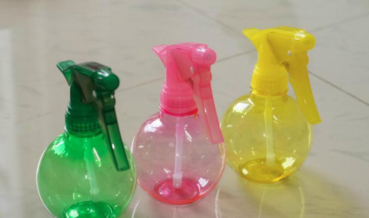 Bạn cũng có thể tự chế chất tẩy rửa trong những chai xịt này
