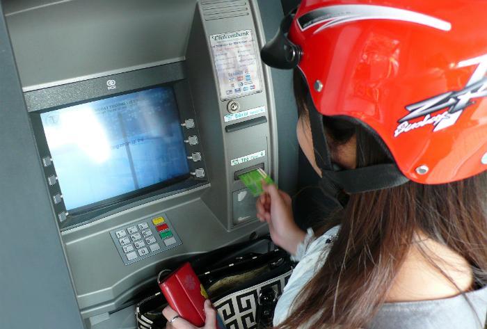 Thẻ ATM luôn chứa đầy vi khuẩn
