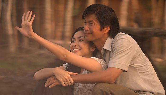 Tăng Thanh Hà và Dustin Nguyễn trong phim Cánh đồng bất tận