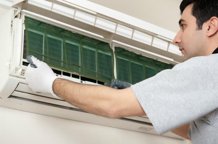 Thường xuyên vệ sinh máy lạnh sẽ giúp chúng hoạt động hiệu quả và lâu bền hơn