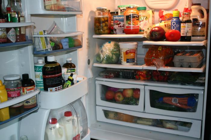 Nhồi nhét quá nhiều đồ ăn sẽ ảnh hưởng đến việc làm mát cho tủ lạnh