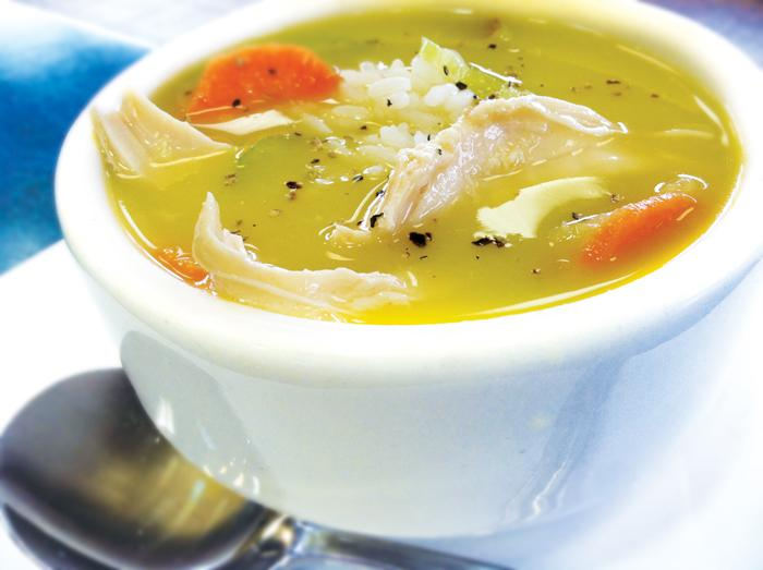 Một tô súp nóng giúp bổ sung năng lượng để đánh bại vi khuẩn