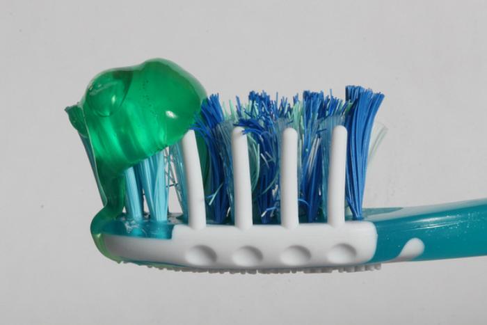 Chỉ nên dùng lượng kem đánh răng vừa đủ