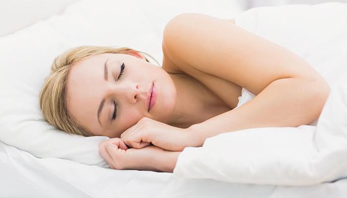 Ngủ đủ giấc sẽ giúp có đôi mắt đẹp