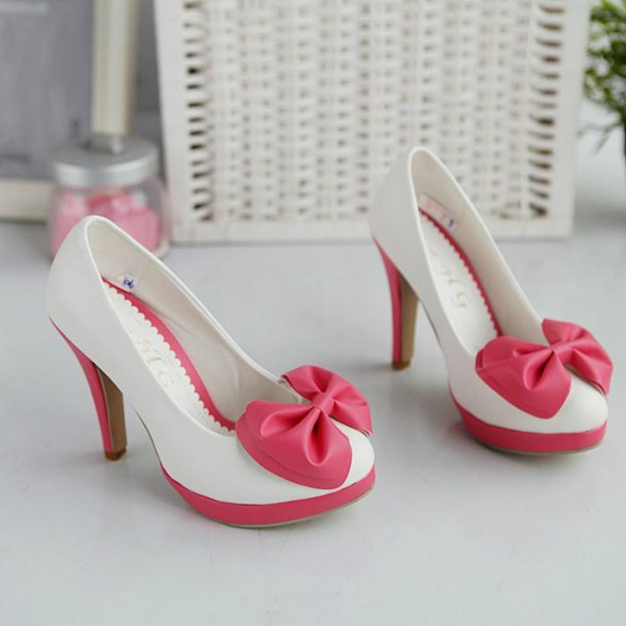 Nên chuẩn bị sẵn một đôi giày cao gót dự phòng
