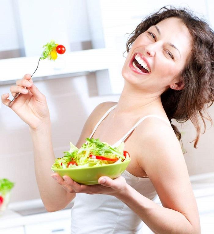 Ăn nhiều rau xanh để tăng sắc tố hồng trên môi